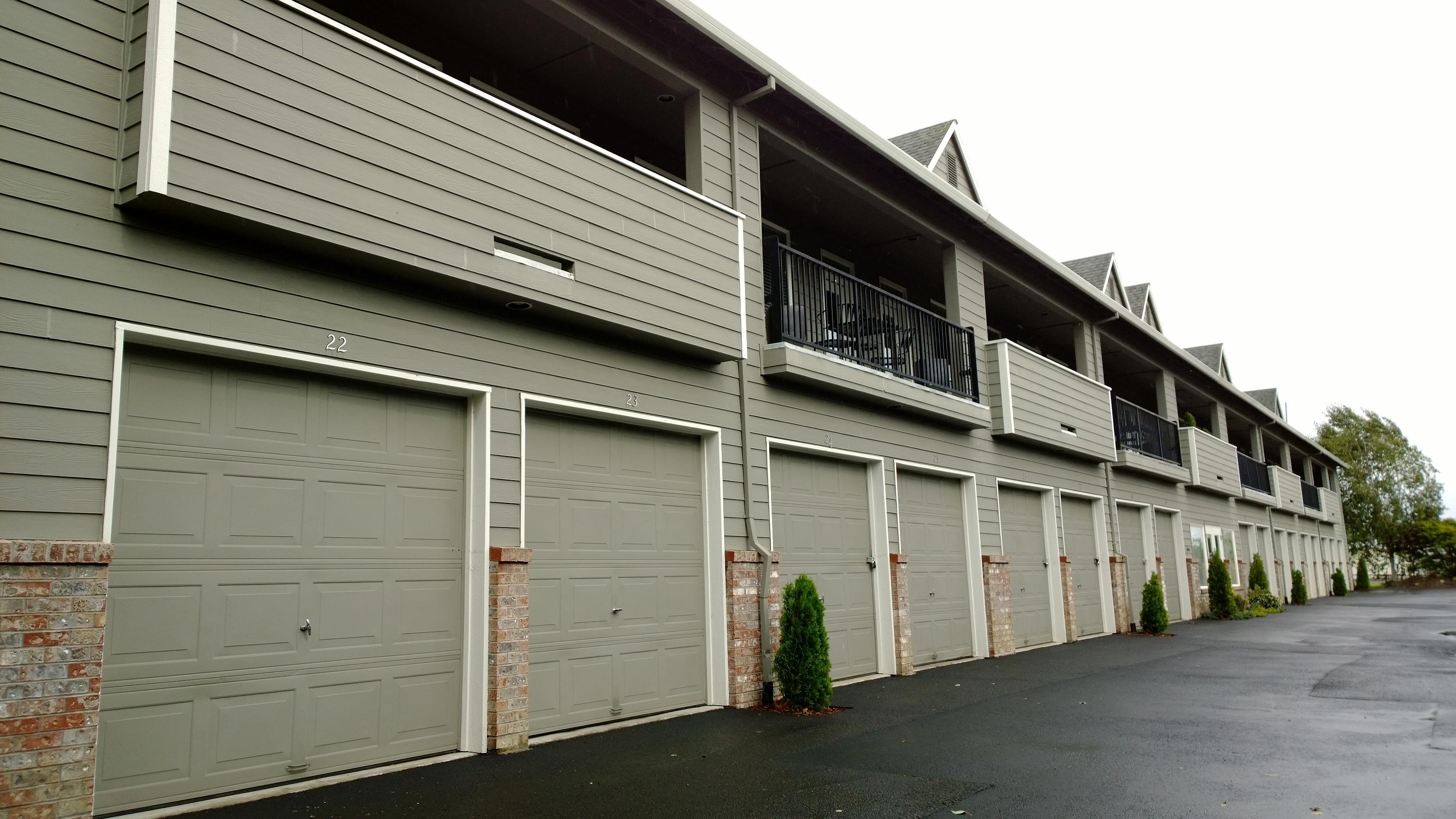 Edgewater Plaza - Storage Units, Storage, Garages NE Portland
